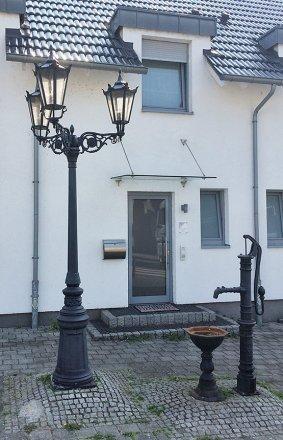 Dreiflammige Altstadtlaterne aus der Leuchtenserie 'City'. Hierbei handelt es sich um ein Sondermodell ähnlich Art.Nr. 1995.